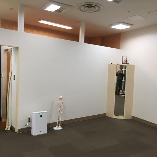 大型複合商業施設の壁。0005994599