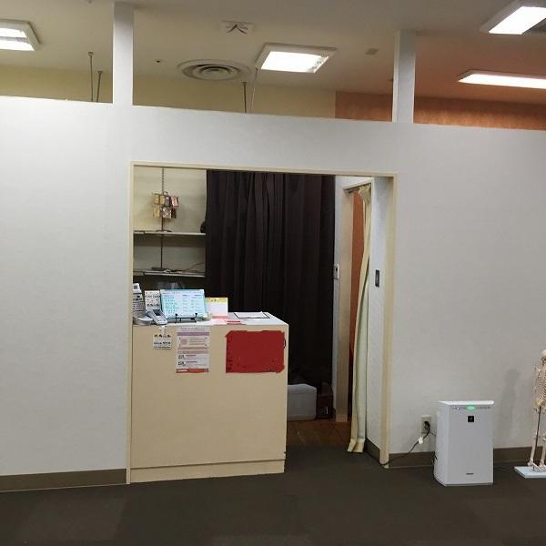 大型複合商業施設の壁。0005994600
