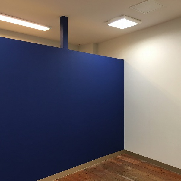 大型複合商業施設の壁。0005994610