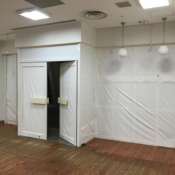 大型複合商業施設の壁。0005994613