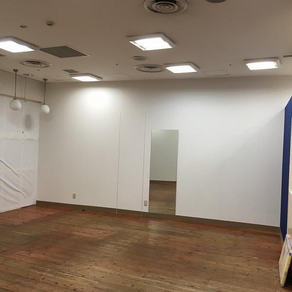 大型複合商業施設の壁。0005994616