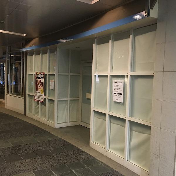大型複合商業施設の壁。0005994615