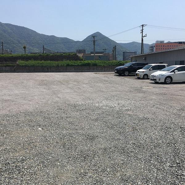 凸凹駐車場整地。0006004635