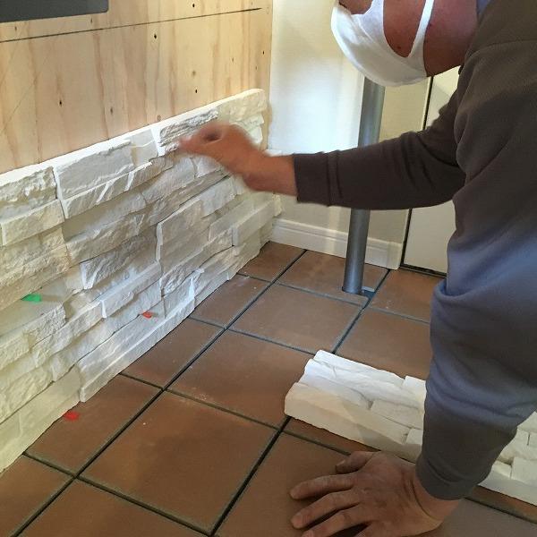 LDK壁面装飾ロックタイル仕上げ。0006054706