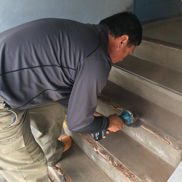 共用階段の滑り止め。0006104767