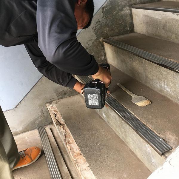 共用階段の滑り止め。0006104768