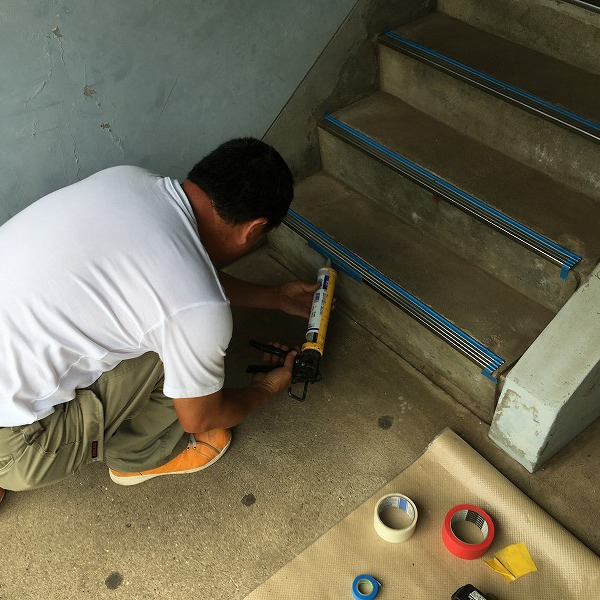 共用階段の滑り止め。0006104769