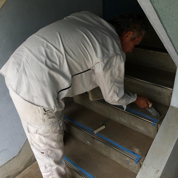 共用階段の滑り止め。0006104770