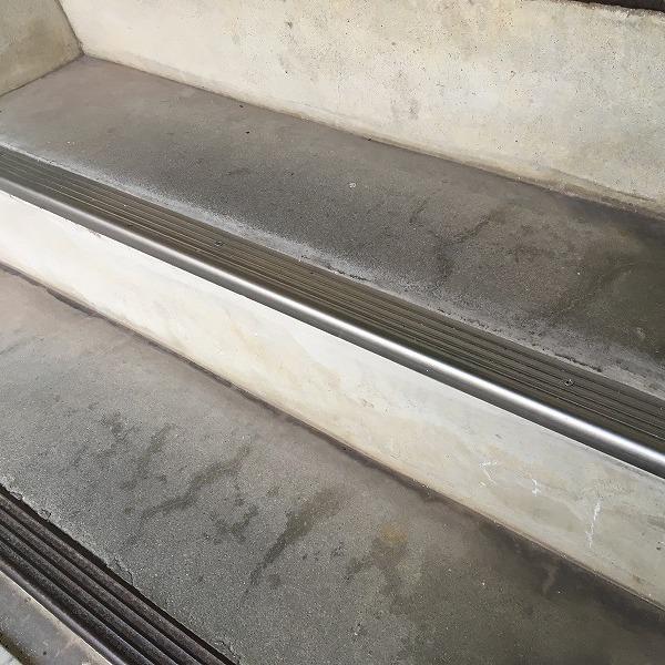 共用階段の滑り止め。0006104773