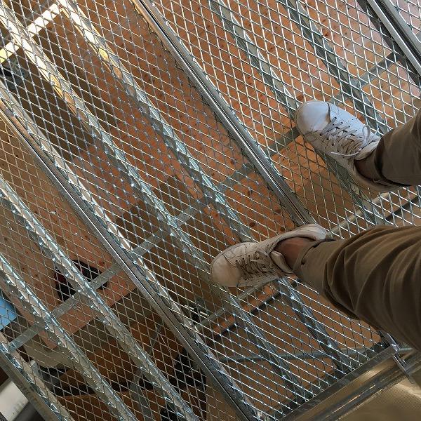 吹き抜け天井にシーリングファン。0006154927