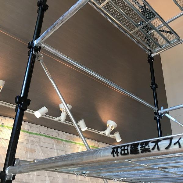 吹き抜け天井にシーリングファン。0006154928