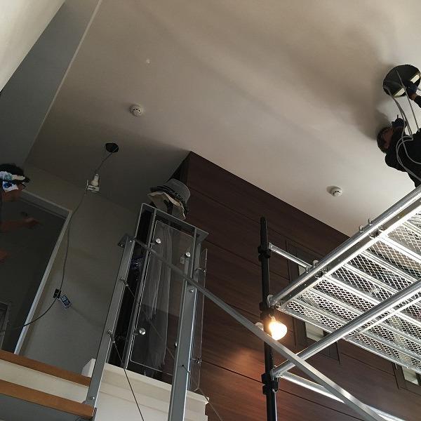 吹き抜け天井にシーリングファン。0006154929