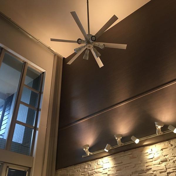 吹き抜け天井にシーリングファン。0006154933