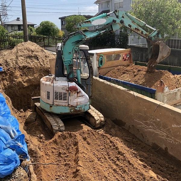 庭を削って駐車場工事。0006275325
