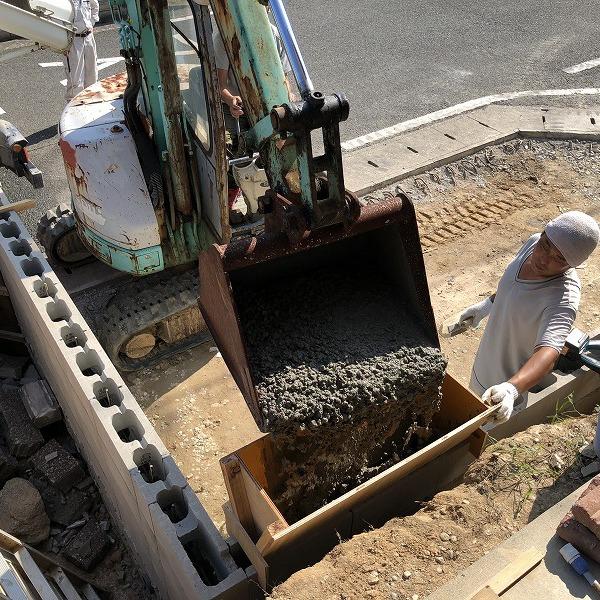 庭を削って駐車場工事。0006275333