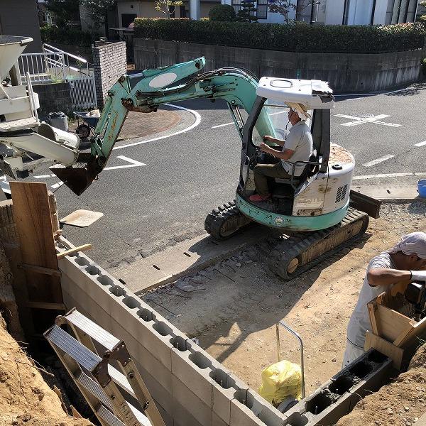 庭を削って駐車場工事。0006275334