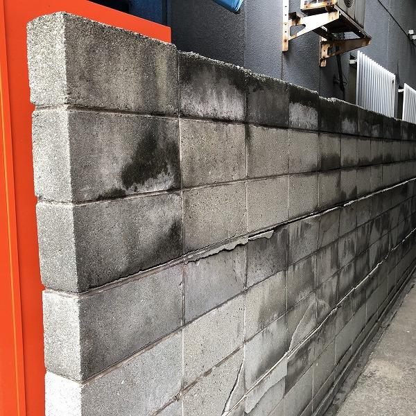 ブロック塀にサイディング。0006315430