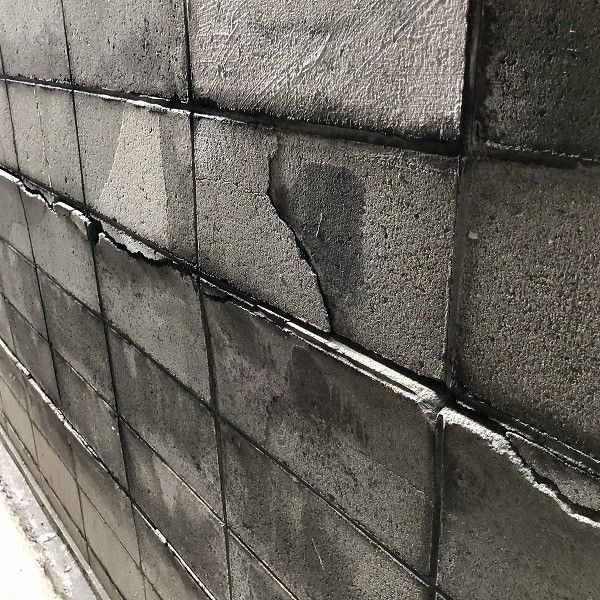 ブロック塀にサイディング。0006315431