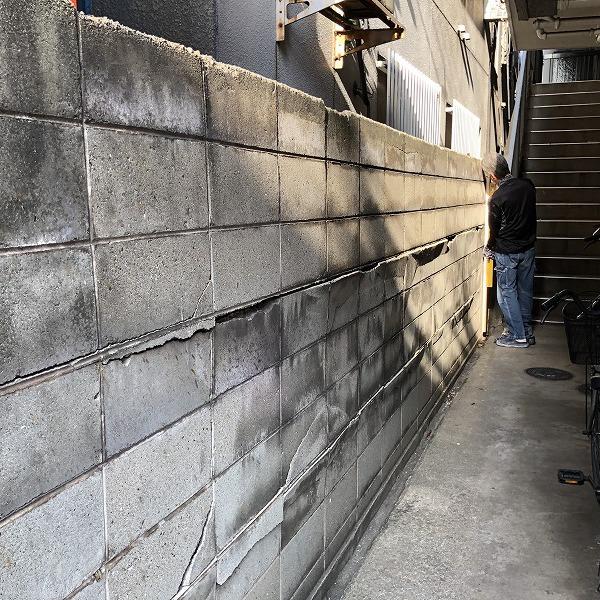 ブロック塀にサイディング。0006315432