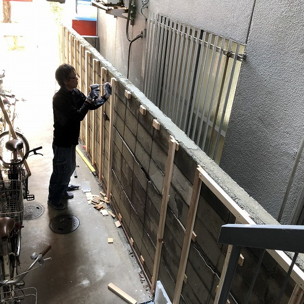 ブロック塀にサイディング。0006315434